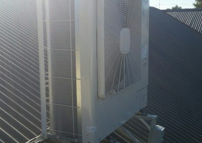 This Walkerville client opted a roof mounted 10KW Hitachi ducted outdoor unit for their home